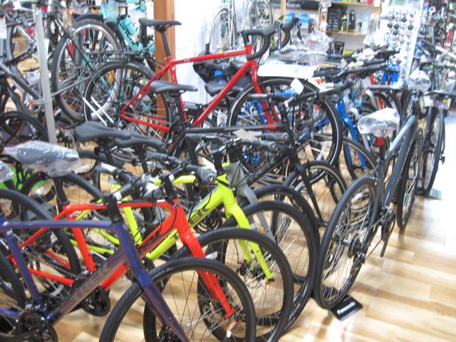 クロスバイク、世間では品薄!じてんしゃの杜では濃いめです。