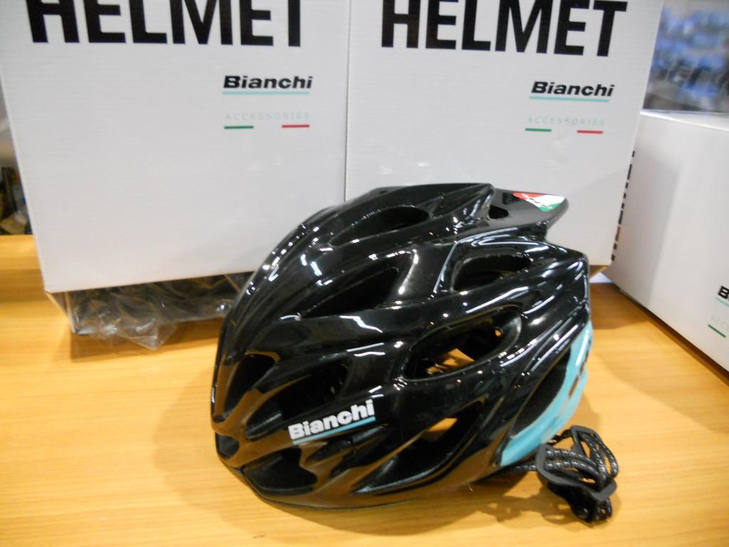 ビアンキヘルメット入荷